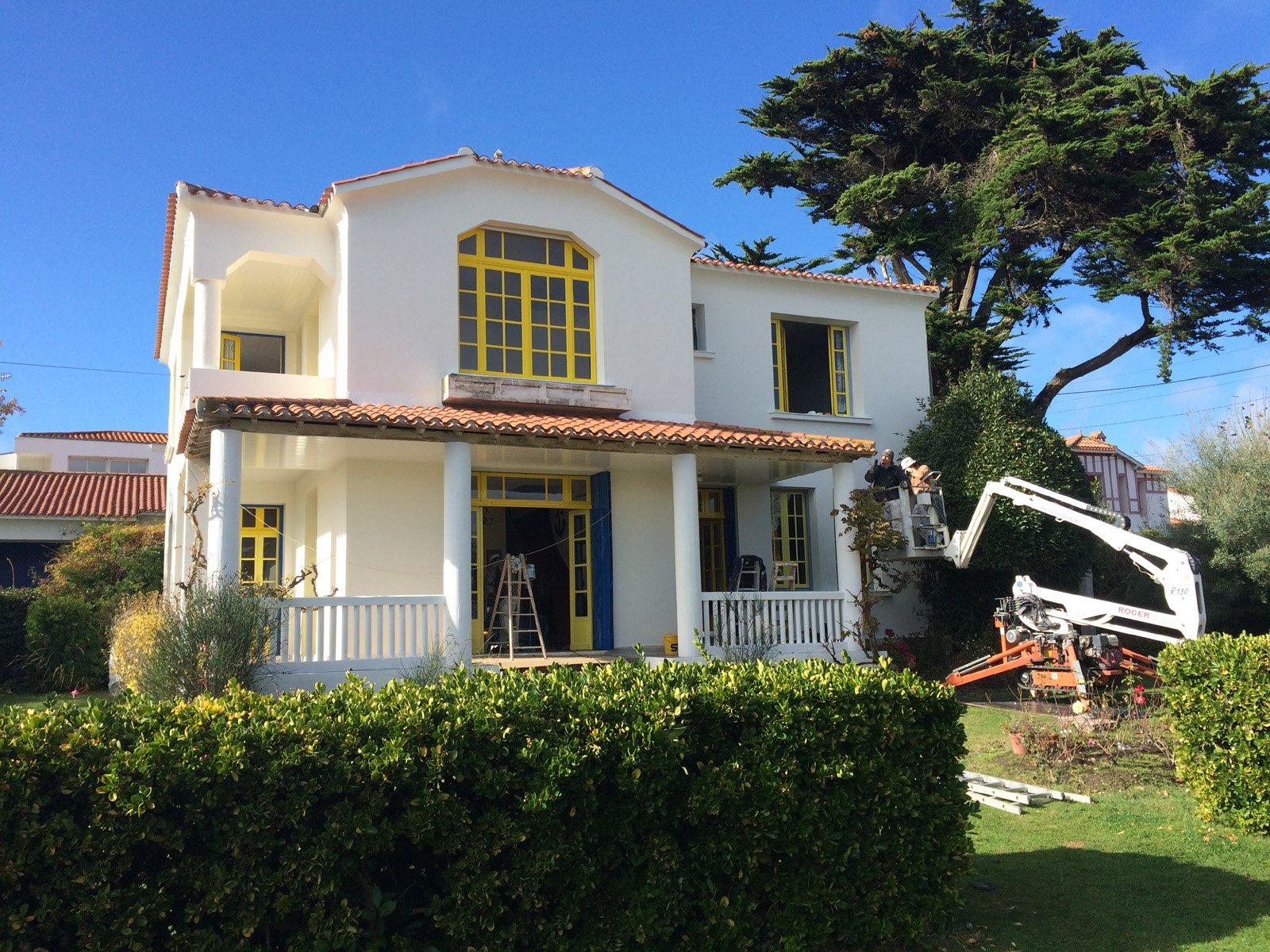 Maison pendant la rénovation de la façade par ROGER SAS en Loire Atlantique