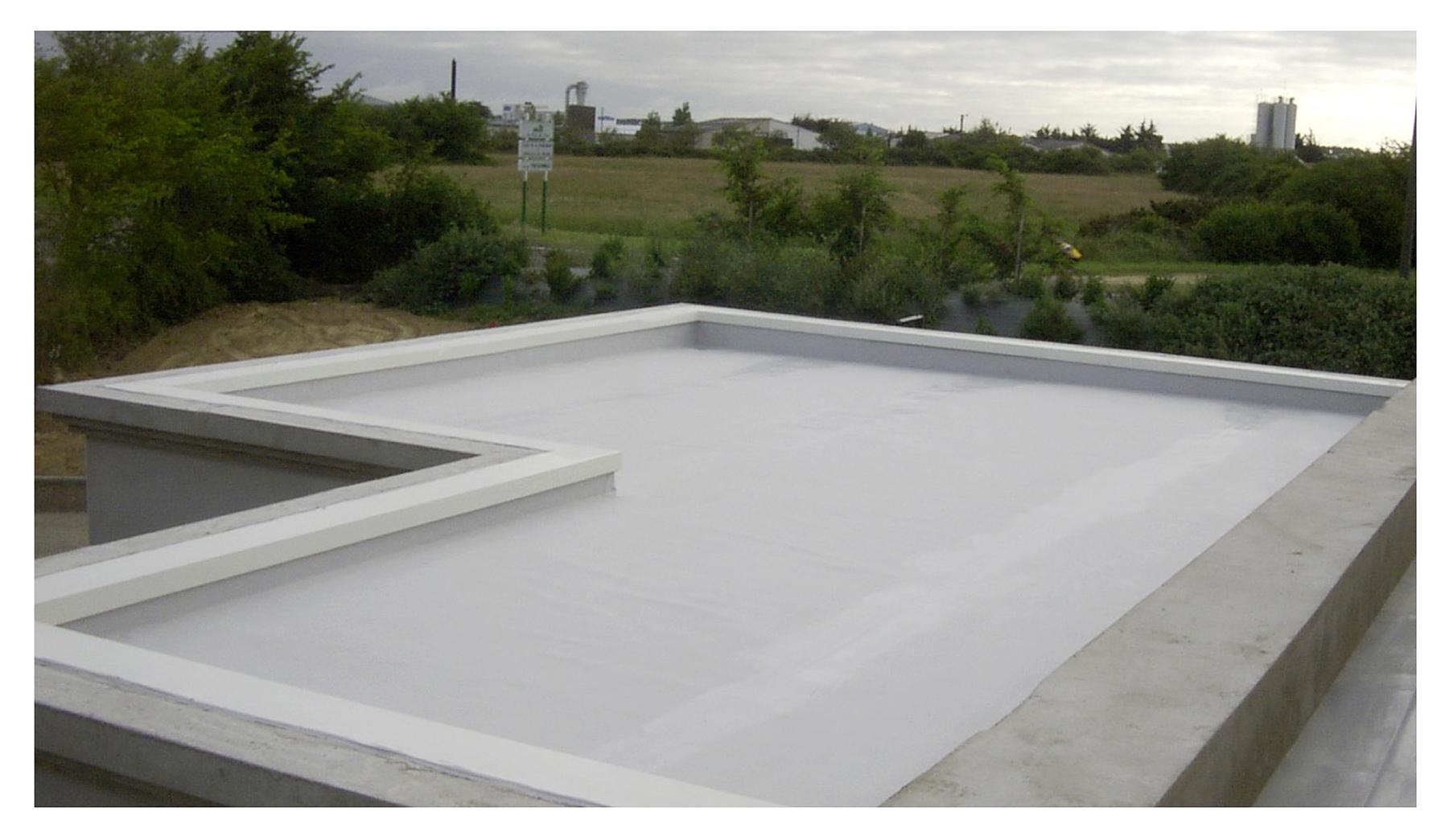Travaux d'étanchéité sur le sol d'un balcon terrasse de maison par ROGER SAS en Loire Atlantique