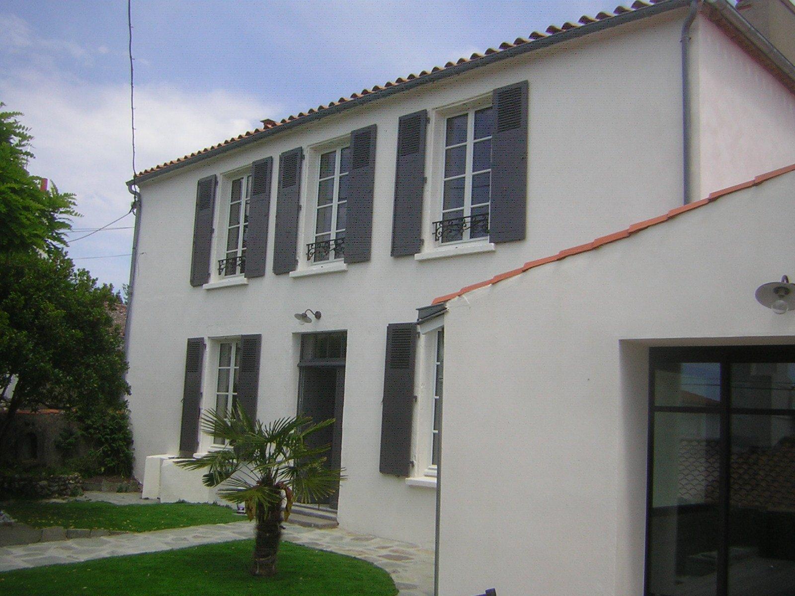 Ravalement de la façade d'une maison par ROGER SAS en Loire Atlantique