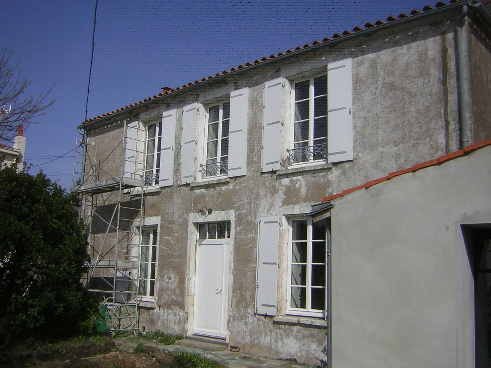 Photo avant rénovation d'une façade terminée par ROGER SAS en Loire Atlantique